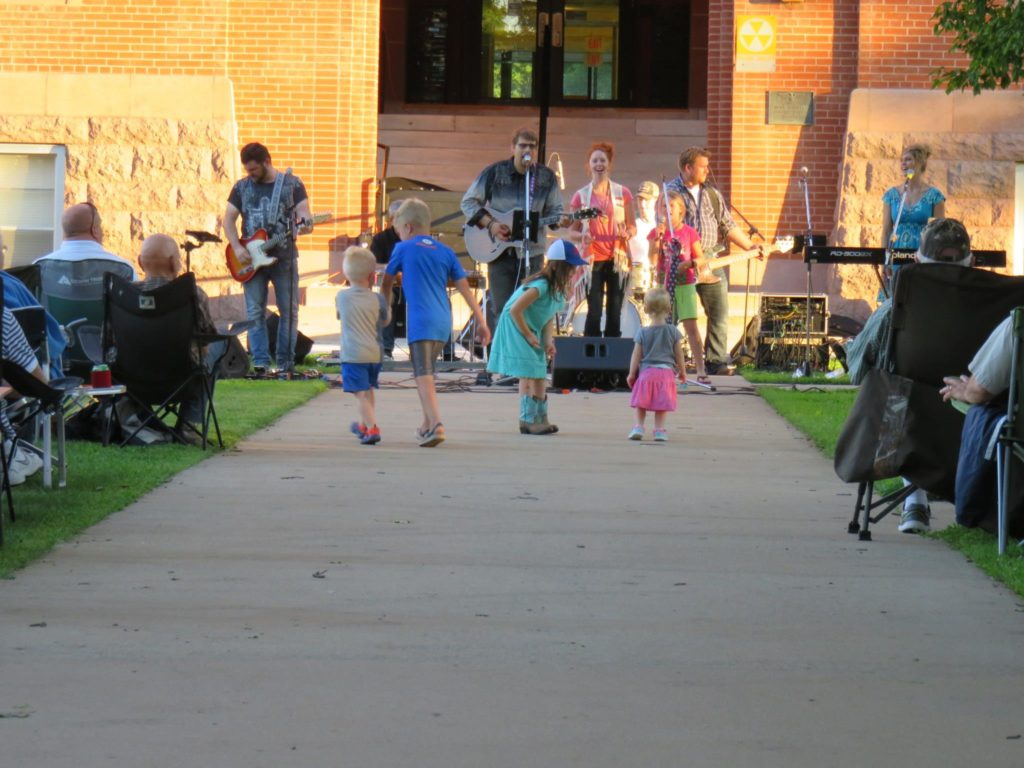 courthouse lawn concert in alexandria mn