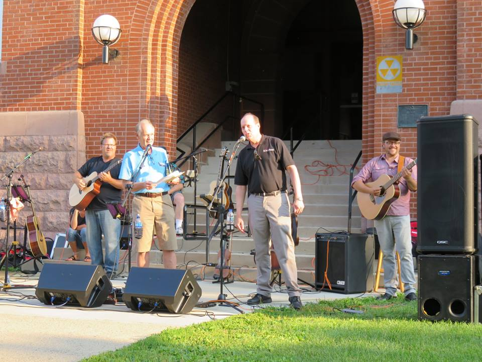 courthouse lawn concert broken fiddle
